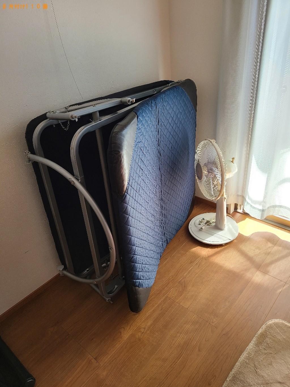 【北九州市小倉北区】カーペット、折り畳みベッド、小型家電の回収