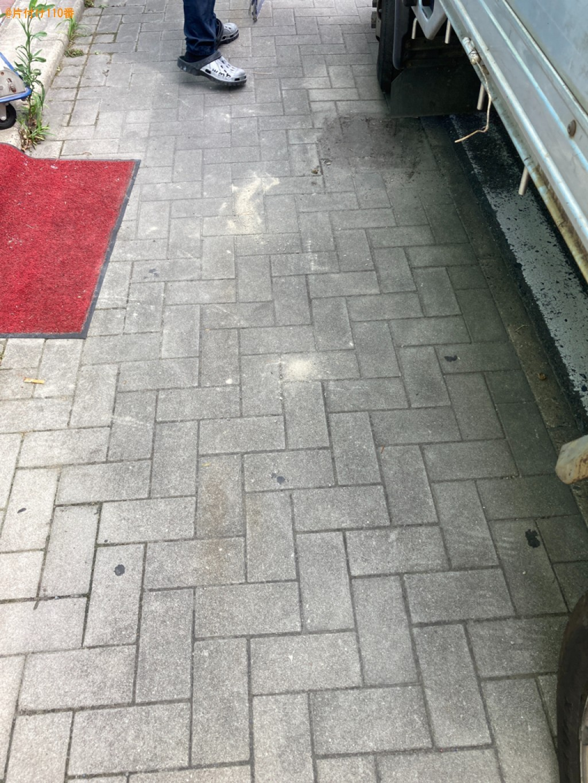 【北九州市】トイレの工事の際にでたコンクリートの屑、和便器の回収